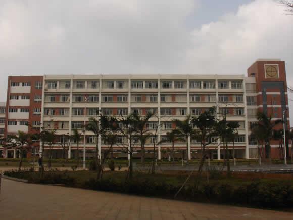 海南经贸职业技术学院校园一角