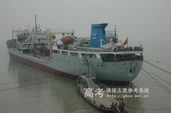 江苏海事职业技术学院校园一角