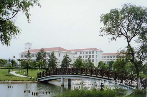 上海立信會計學院校園一角