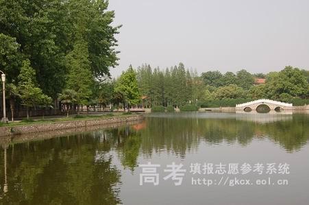 武汉工程大学邮电与信息工程学院校园一角