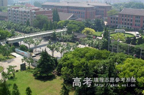 国际商学院上海应用技术学院-泰尔弗国际商学院校园风景之学士桥