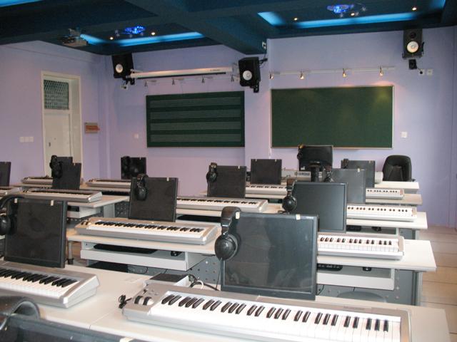 中学音乐教室装修